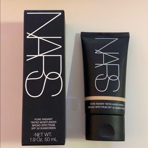 NARS Pure Radiant Tinted Moisturizer (Finland)